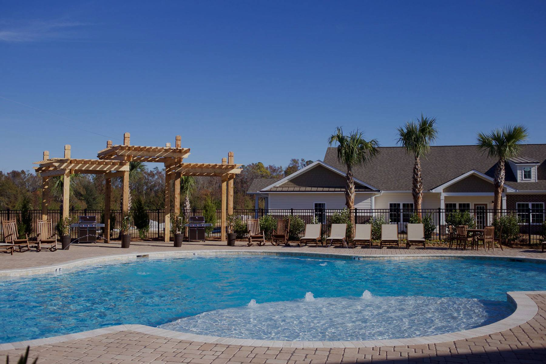 Beacon Place Statesboro- luxury apartments pool